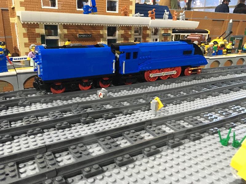 LNUR LEGO railway loading gauge in action